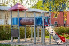 Multifunční průlezka na zahradě školy